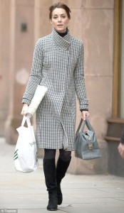 2F4F76F900000578-3357449-Kate_spotted_earlier_today_in_Chelsea-m-47_1449949750752