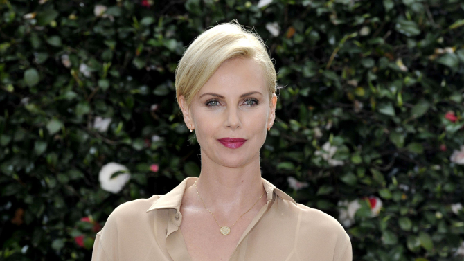 Charlize Theron  signs on for Fast and The Furious 8