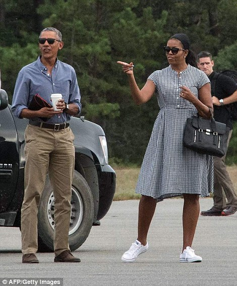 PHOTOS:   Obama and family vacation in Martha's Vineyard
