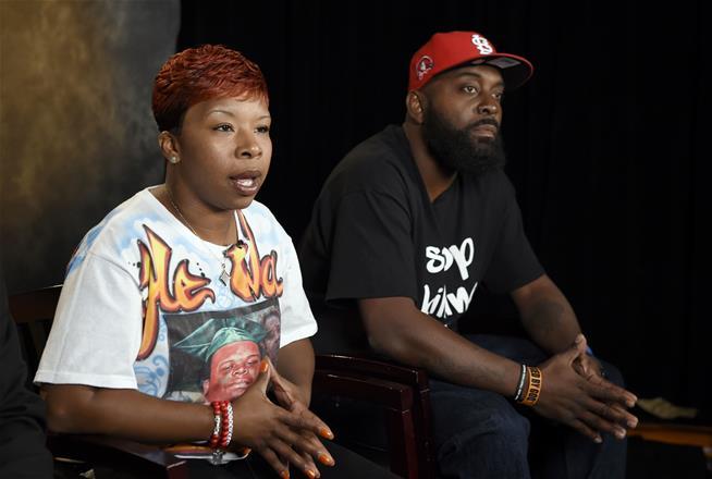 Michael Brown 's parents reach minimal settlement with Ferguson