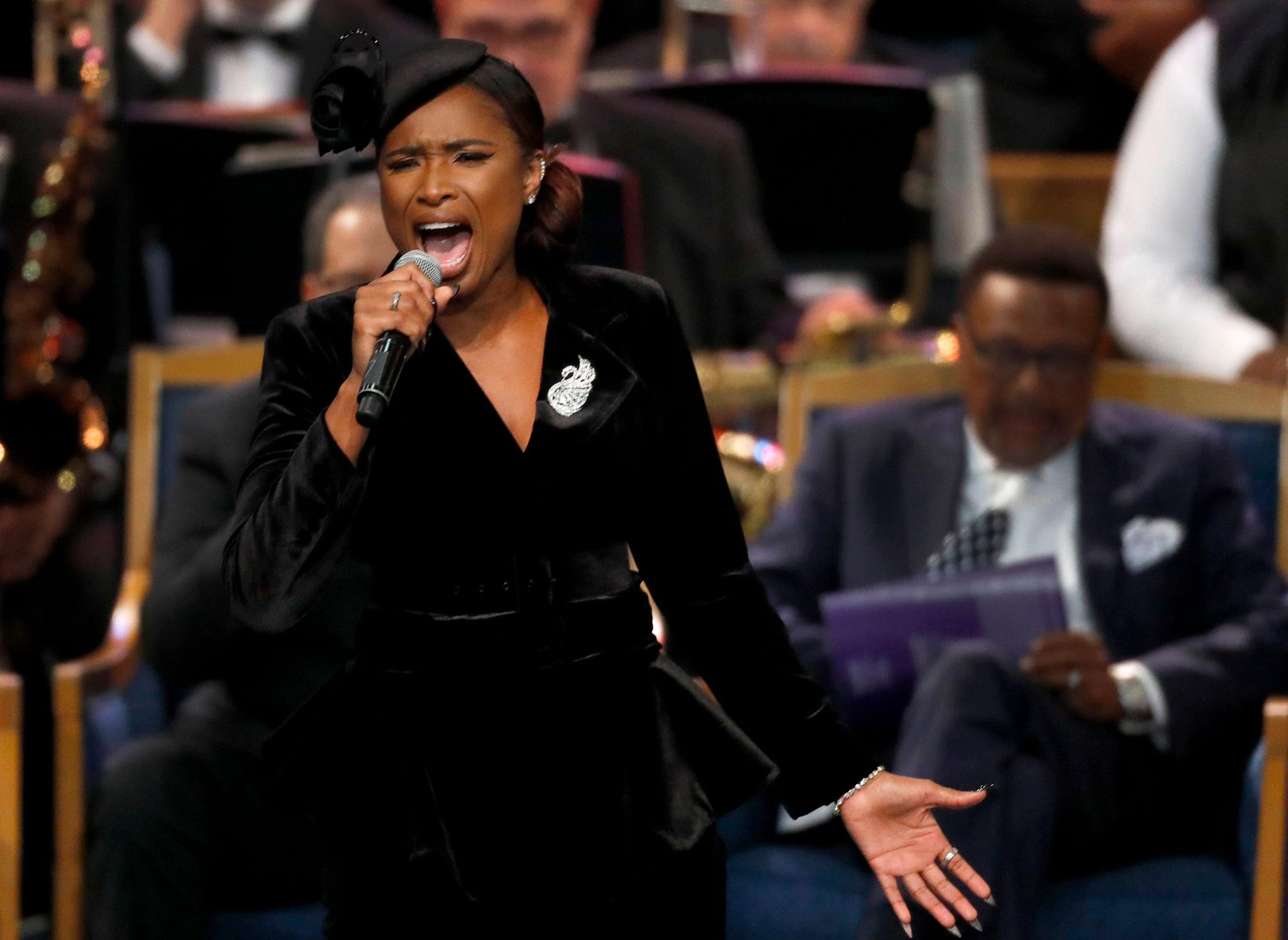 WATCH:  Jennifer Hudson belts out Amazing Grace in honor of Aretha Franklin